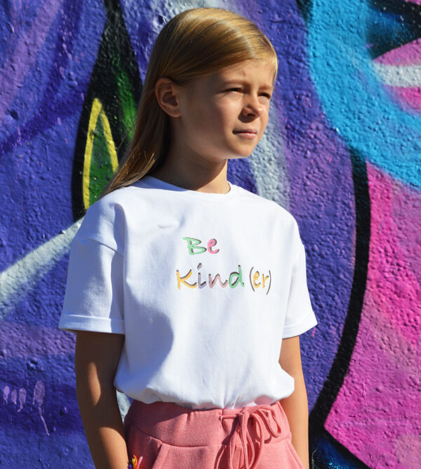 Be kind(er) tee in pink